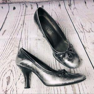 Franco Sarto Gunmetal Black Silver Heels w/ Bows 7